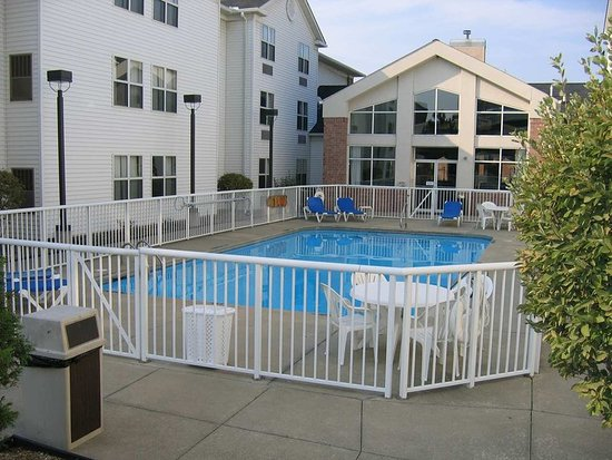 Independence, OH: Pool