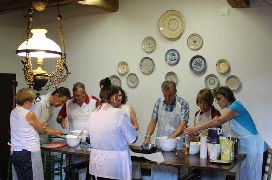 Aulas de culinária na Toscana, entre...
