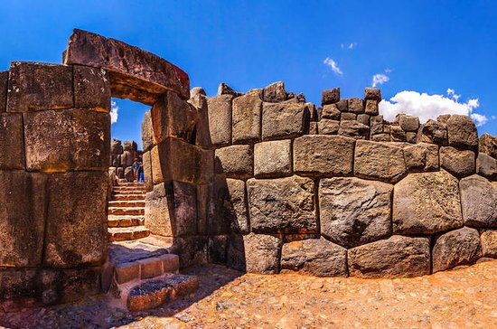 Private hiking Half day tour to Sacsayhuaman