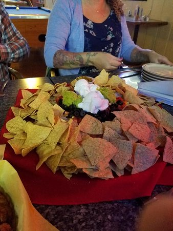 Gladstone, Oregón: The nachos are HUGE!