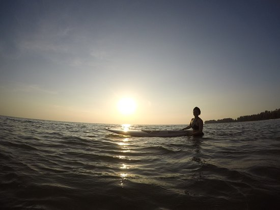 Memories Beach Bar: SUP before sunset