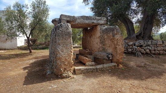 Montalbano, Italie : Il Dolmen