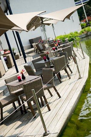 Sassenheim, Holandia: Het terras van OZZO Oriental & Lounge