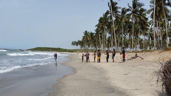 Anomabo Beach Resort: Anomabo Blick nach rechts