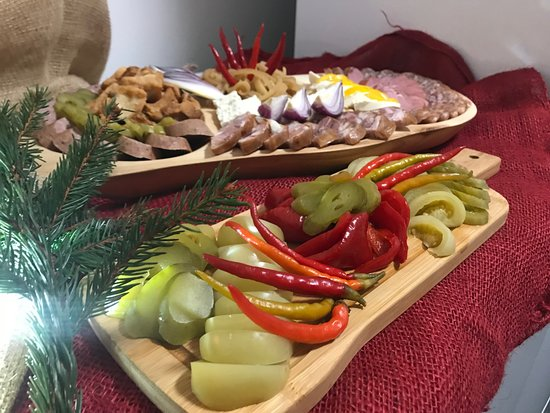 Paltinis, Roemenië: Traditional food with pickles