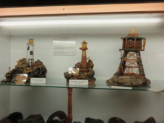 Matakohe, Yeni Zelanda: Lighthouse models made of kauri gum