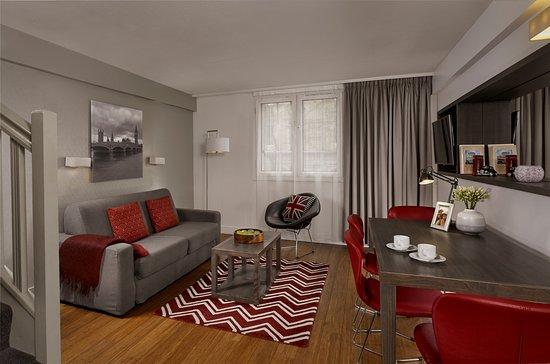 Citadines Trafalgar Square London: 2-Bedroom Apartment - Living Room