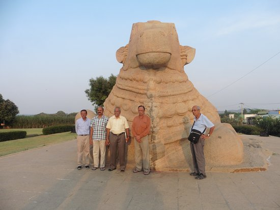 Lepakshi, الهند: Massive Nandi near AP tourism office