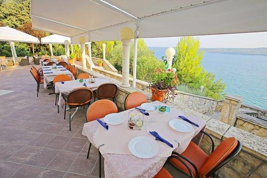 Posedarje, كرواتيا: Resturant