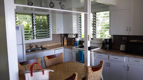 Ke Iki Beach Bungalows: キッチンは我が家のように充実