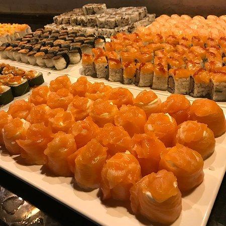 Icara: Um buffet de sushi completo esperando por você.