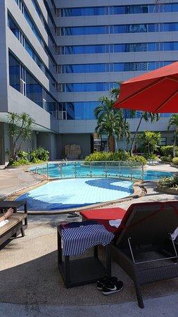 Amari Watergate Bangkok: Nice & quiet at the pool