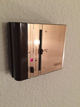 Parkhotel Zug: Old thermostat (does it work?)