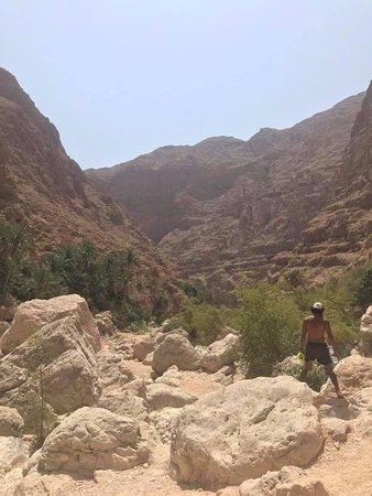 Wadi Shab Adventures : Khalfan in the desert