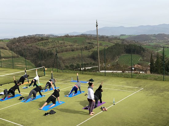 Lippiano, Italia: yoga retreat on the tennis courts