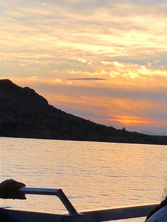 Sunset Charter & Tour Co : On the lake at sunset