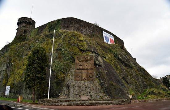 Monument a la Memoire des Victimes Civiles du 6 juin 1944