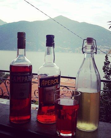 San Siro, Italie : Aperitivo vista lago firmato La Cantina del Laghee