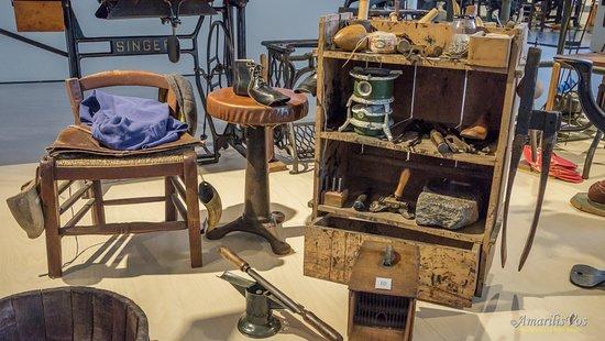 Izegem, بلجيكا: The tools of a shoemaker