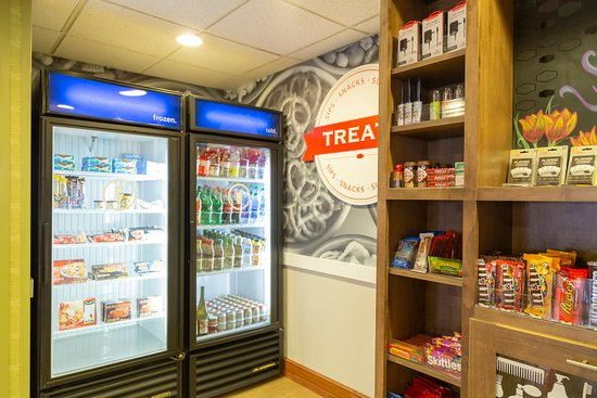 Wooster, Οχάιο: Located in the lobby you can purchase Snacks, Drinks & Amenities.