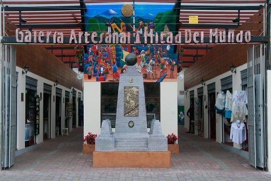 Galeria Artesanal Mitad Del Mundo