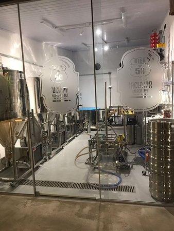 A Cervejaria onde é feita a SP-50-BIER servida no local!