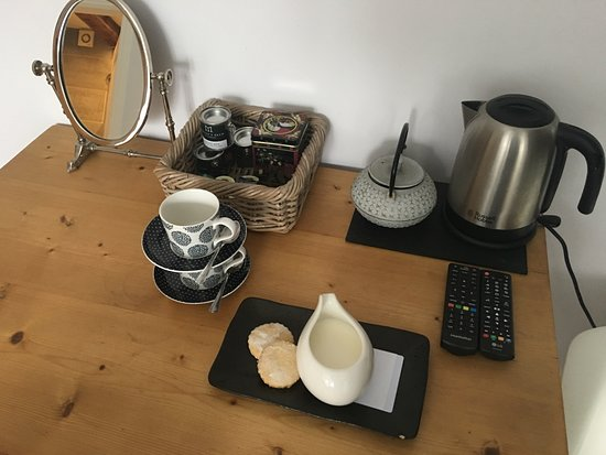 Brithdir, UK: tea making etc