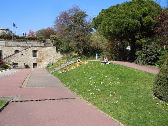 Parc de Bécon: Ancien bassin et escaliers symétriques de l'ancien château