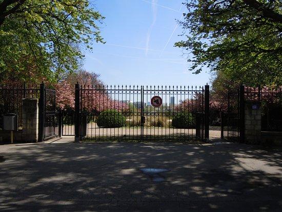 Parc de Bécon: Entrée du Parc, boulevard Saint Denis