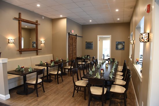 Topsham, ME: our spacious dining room can accommodate parties of all shapes & sizes