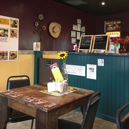 Chelmsford, ماساتشوستس: Girasol Central American Food