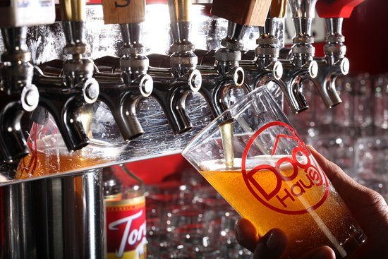 Alhambra, Californië: CRAFT BEERS – a rotating selection of craft beer