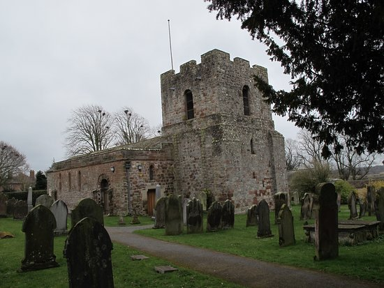 Carlisle, UK: This is St. Michael's church with its crenallated Peel Tower.