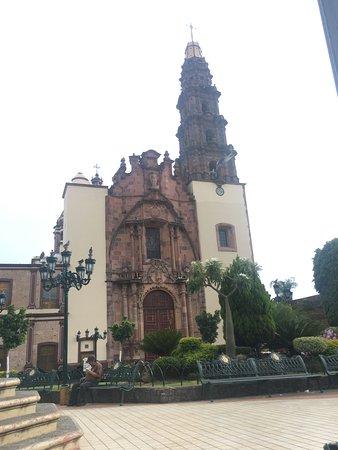 Atotonilco El Alto, Мексика: Fachada parroquia de San Miguel Arcángel.