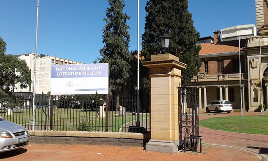 Bloemfontein, South Africa: Entrance with President Brand statue  near main gate