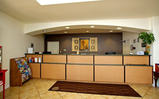 Lamplighter Inn & Suites Lobby