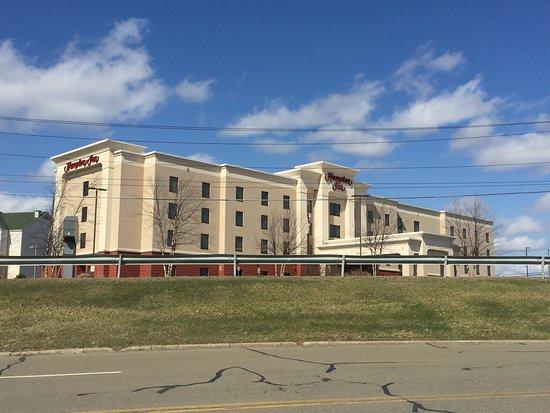 Hampton Inn Elmira/Horseheads: exterior view from the Arnot mall parking lot