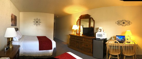 Forsyth, MT: Double Queen Room at the Westwind Motor Inn