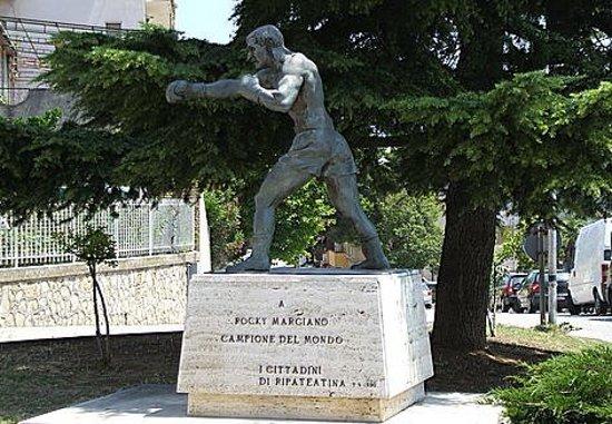 Ripa Teatina, Italie: Statua di Rocky Marciano