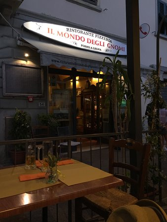 Pizzeria Ristorante il Mondo Degli Gnomi: view from patio