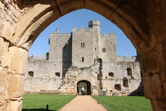 Bodiam, UK: Inside the castle.