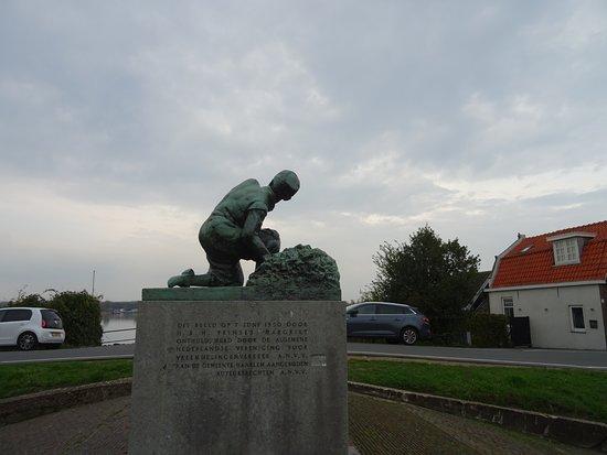 Standbeeld Hans Brinker IJdijk Spaarndam