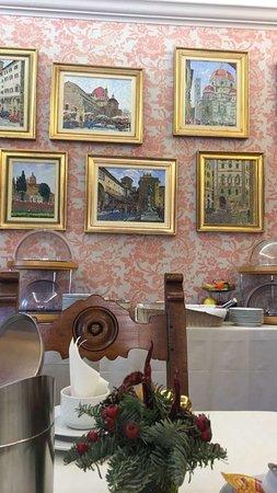 هوتل هيرميتاج: Common area where breakfast is served.