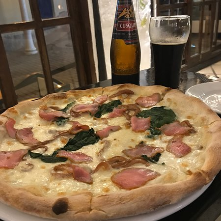 Pizza night in 🇵🇪