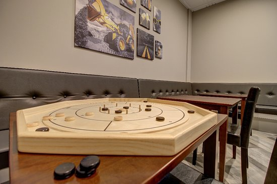 Owen Sound, Canada: Crokinole is a great family game.  Easy to learn and play!