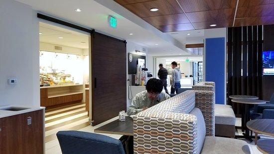Holiday Inn Express Mira Mesa: Dining area