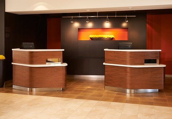 Arlington Heights, IL: Lobby