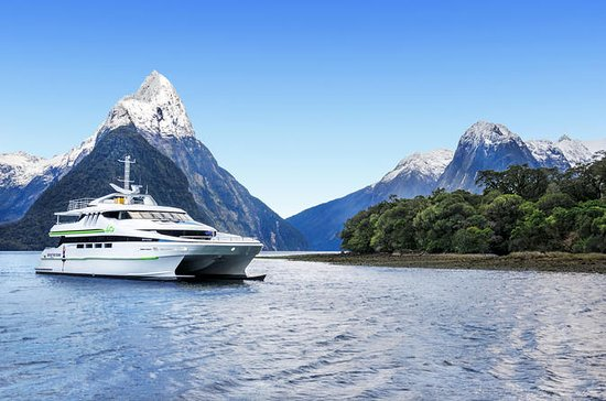 Premium Milford Sound Cruise with...
