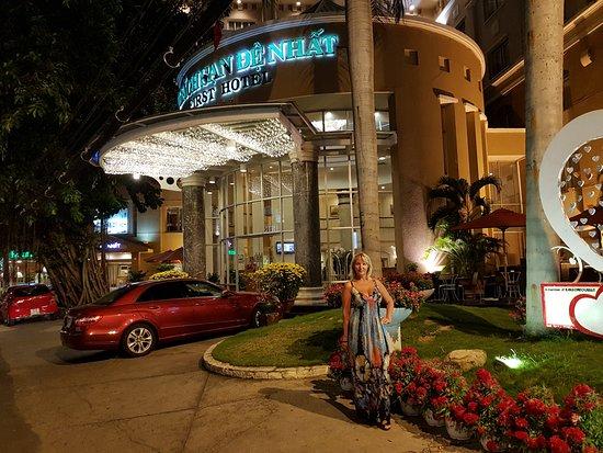 First Hotel: Перед входом в отель