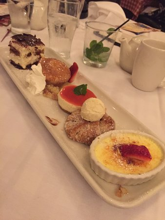Maggiano's Little Italy : Dessert sampler; from the top, tiramisu, butter cake, cheese cake, apple crostada, crème brûée